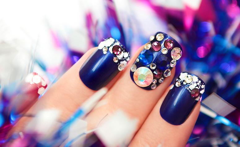 40 unhas decoradas com pedras para um visual poderoso