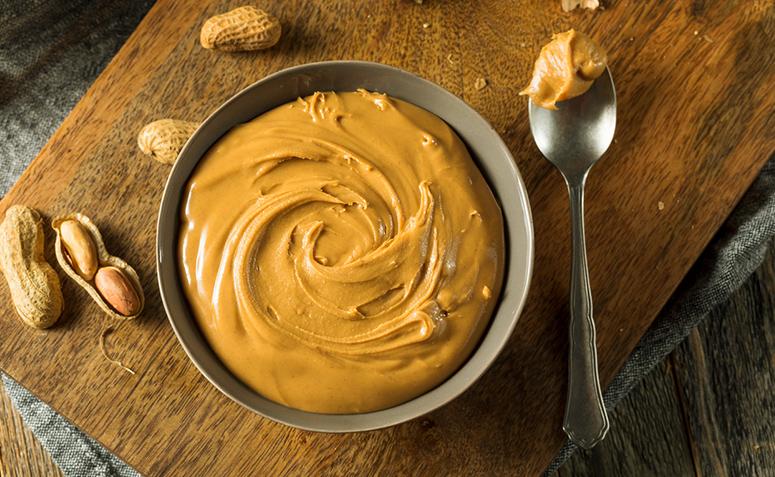 Pasta de amendoim: 6 benefícios dessa queridinha dos atletas